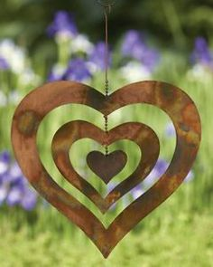 Show off your love for your garden by decorating your space with the Ancient Graffiti Heart Hanging Decor . Three hearts spin and move, catching. Wind Spinners, Garden Spinners, Metal Garden Art, Metal Art, Wind Sculptures, Garden Sculptures, Ideias Diy, Garden Crafts, Yard Art