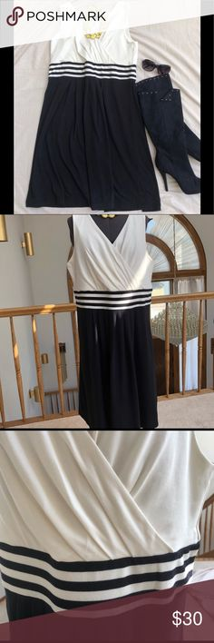 Black & White Lands End Dress Sz 18 NWT Beautiful Black & Off White sleeveless V Neck Dress with Stripes at Empire Waist. Comfortable & Flattering. Machine Wash & Tumble Dry. From a smoke free pet free home Lands' End Dresses Midi