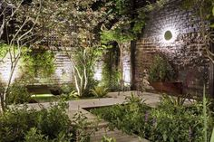 43 Totally Inspiring Modern Garden Design Ideas For Your Inspiration 43 total inspirierende moderne Modern Garden Design, Contemporary Landscape, Landscape Designs, Amazing Gardens, Beautiful Gardens, Low Maintenance Garden Design, Woodland Plants, Big Garden, Herbs Garden