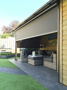 Windvaste screen - Deco Zonwering in Heesch, regio Oss Small Backyard Decks, Outdoor Rooms, Outdoor Living Rooms, Outdoor Blinds, Backyard Bar, Modern Blinds Living Rooms, Main Entrance Door Design, Outdoor Stone Fireplaces, Patio Makeover