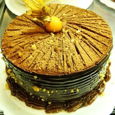 Torta de chocolate com nozes. #confeitariapolos (em Polos Pães e Doces)
