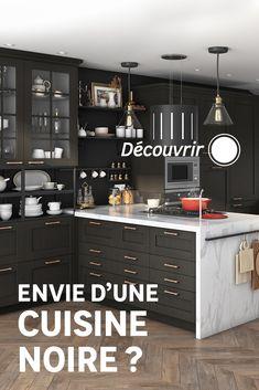 La couleur noire dans une cuisine lumineuse, donne instantanément un côté chic et architecturé. Découvrez nos conseils pour jouer avec cette couleur sombre tout en conservant la luminosité de votre pièce ! Sombre, Jouer, Lockers, Locker Storage, Buffet, Cabinet, Chic, Kitchen, Furniture