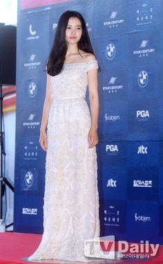 [TD포토] 김태리 '오늘은 슬렉스 여신 아닌 드레스 여신'