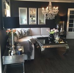 Black walls in a modern glam living room Glam Living Room, Home And Living, Living Room Decor, Home Interior, Interior Design Living Room, Living Room Designs, Lounges, Home Theaters, Deco Design
