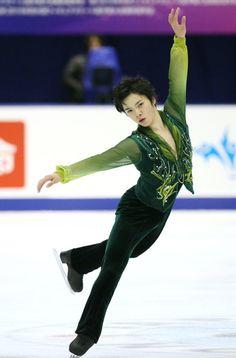 フィギュアスケートの全日本選手権、男子フリーで演技する宇野昌磨