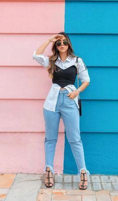 Foto: thaizevieira__ - Ideias de sobreposição. Looks com camisa social, confira dicas de como estilizar camisa social em sobreposições como esta combinação com camisa social, sobreposição com corcet, mom jeans e sandália de salto. Ideias Fashion, Mom Jeans, Overalls, Outfit Ideas, Pants, Outfits, Dress Shirts, Vest Coat, Flare Leg Jeans