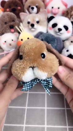 Diy Crafts Jewelry, Crafts To Do, Pom Pom Tutorial, Pom Pom Animals, Yarn Dolls, Pom Pom Crafts, Handmade Tags, Crochet Bunny, Weaving Art