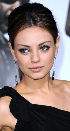 Prom Makeup 20 Gorgeous Trends to Watch (or Mimic): Shimmer for Prom Like Mila Kunis Mila Kunis Ojos, Maquiagem Mila Kunis, Cabelo Mila Kunis, Mila Kunis Makeup, Mila Kunis Hair, Mila Kunis Style, Jennifer Lawrence, Prom Makeup, Hair Makeup