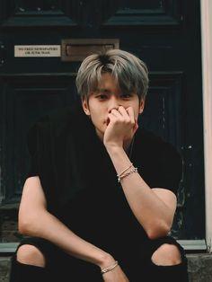Read Jaehyun from the story 𝐑𝐞𝐚𝐜𝐨𝐞𝐬 𝐍𝐂𝐓 𝐎𝐓𝟐𝟏 🍒 by chanymino (com sono) with reads. Jaehyun Nct, Asian Boys, Asian Men, Wattpad, Pretty Boys, Cute Boys, Fanfiction, Look Dark, K Wallpaper