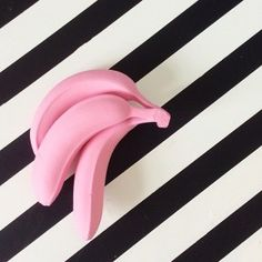 Pink banana & B&W stripes. Pink Banana, Banana Art, Foto Art, Arte Pop, Everything Pink, Grafik Design, Life Photography, Colour Photography, Fashion Photography