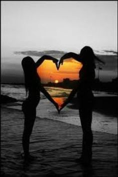 photography idea - photo at sunset with arms making a heart framing the sunset . print all in black and white except the sunset in color - great idea! do with bff! Bff Pictures, Best Friend Pictures, Friend Photos, Wedding Pictures, Polaroid Pictures, Funny Beach Pictures, Creative Beach Pictures, August Pictures, Friendship Pictures