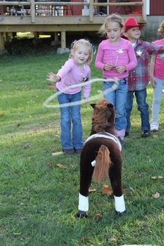 Kids Party - Game: Catch the horse! But goes with other characters too! - Kids Party – Game: Catch the horse! But goes with other characters too! Cowboy Party Games, Cowgirl Party, Wild West Theme, Wild West Party, Childrens Party Games, Kids Party Games, Horse Birthday Parties, Cowgirl Birthday, Pony Party