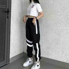Liveliky Korean Girl Fashion, Ulzzang Fashion, Korean Street Fashion, Kpop Fashion Outfits, Girls Fashion Clothes, Edgy Outfits, Mode Outfits, Retro Outfits, Dance Outfits