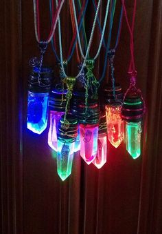 LED Glowing Crystal Necklace (Fade or Strobe) from RadicatRelics on Etsy. Led, Vestidos Neon, Blitz, Glow Party, Ideas Para Fiestas, Strobing, Neon Lighting, Fairy Lights, Crystal Necklace