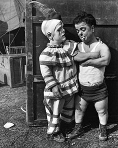 One sideshow performer who made the transition to part of the circus proper was the dwarf - a part of the contingent of clowns. Circus Vintage, Old Circus, Circus Clown, Night Circus, Dark Circus, Vintage Circus Performers, Circus Art, Vintage Carnival, Photos Du