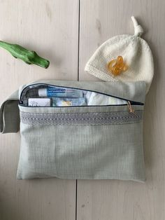 The perfect gift a baby won't outgrow, very practical and nice Nappy Wallet, Baby Blue, Coin Purse, Packing, Purses, Nice, Gifts, Bags, Bag Packaging