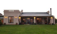 los mejores colores para pintar una fachada Small House Design, Modern House Design, Bungalows, Home Design Floor Plans, Village Houses, White Houses, Construction, Future House, Planer