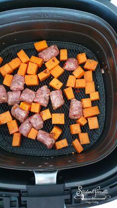 ZUCCA E SALSICCIA con FUNGHI (Cotti in 10 Minuti in Friggitrice ad Aria) Pot Roast, Ethnic Recipes, Food, Carne Asada, Roast Beef, Essen, Meals, Yemek, Eten