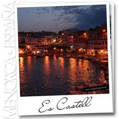 Es Castell, aún conserva el encanto de un pequeño pueblo de pescadores.