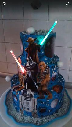 Stylish 42 Lovely Star Wars Wedding Cake Ideas To Try Asap Star Wars Wedding Cake, Themed Wedding Cakes, Star Wars Birthday, Star Wars Party, Beautiful Cakes, Amazing Cakes, Star Wars Cake Toppers, Cricut Cake, Funny Wedding Cake Toppers