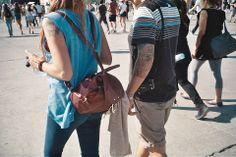 [Lollapalooza Chile] Las mochilas, siempre prácticas. Foto:Francisca Oyhanarte