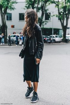 Friday's all black outfit crush! Love how she combined her jumper dress with trainers and an edgy biker jacket.