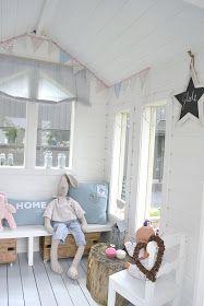 Fru Emma og Co: Lekehytte del 2 Kids Cubby Houses, Kids Cubbies, Play Houses, Playhouse Interior, Garden Playhouse, Playhouse Decor, Summer House Interiors, Wendy House, Kids Decor