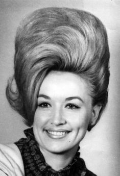 Dolly Parton: beehive hairstyle