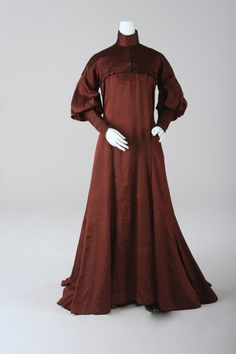 """Reform"" Dress , around 1900 Designed by Koloman Moser Foto: Christa Losta © Wien Museum This dress is an example of the so-called ""Reform "" movement and was designed by Koloman Moser for his sister. It has a yoke and a gored skirt, with a slight..."