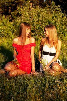 Позы для фотосессии с подругой: женская дружба бывает!