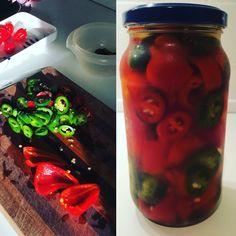 Hjemmedyrkede og syltede chili