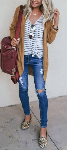Elegant outfit with blue ripped jeans and stripped t-shirt The Top 5 Fashion Basics for Cute Casual Teen Outfits Summer Work Outfits, Casual Fall Outfits, Spring Outfits, Casual Summer Fashion, Winter Outfits, Casual Weekend Outfit, Casual Hair, Comfy Casual, Look Fashion