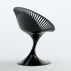 Let the Molinara steal the limelight. An angled tulip base yet comfortable, sturdy seat. Iconic for the modern home.