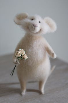 needle felted mouse with bouquet, валяная мышка