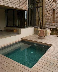 a small Carré Bleu swimming pool Small Swimming Pools, Small Pools, Backyard Pool Designs, Small Backyard Pools, Mini Piscina, Square Pool, Blue Square, Kleiner Pool Design, Small Pool Design