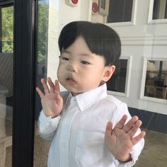 Discovered by 판타지 몽상가. Find images and videos on We Heart It - the app to get lost in what you love. Cute Asian Babies, Korean Babies, Asian Kids, Cute Babies, Baby Kids, Cute Toddlers, Cute Kids, Funny Babies, Funny Kids