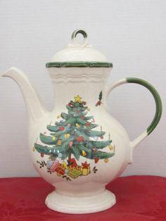 Beautiful Christmas Coffee or TeaPot C1978 by myabbiesattic, $69.99