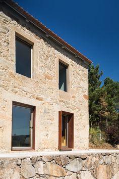 Gallery of SH House / Paulo Martins - 28 Architecture Renovation, Facade Architecture, Modern Rustic, Modern Farmhouse, Old Stone Houses, Brick Facade, Mediterranean Homes, Facade Design, Modern Buildings