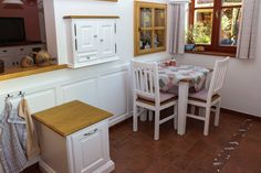 Romantický venkovský interiér Bar, Table, Furniture, Design, Home Decor, Decoration Home, Room Decor, Tables