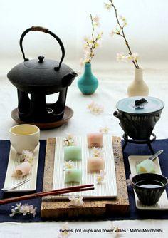 和菓子『花ごろも〜Uirou』 Ricecake confectioneries flavored with cherry. Rice cake with cherry blossom petals are just like Japanese kimono. Please enjoy them with greentea, tea, champagne and wine. *styling / photo /  pot ,cups and sweets : Midori Morohoshi(http://ameblo.jp/greenonthetable/imagelist.html)