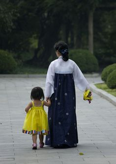 Mother and daughter, Pyongyang, North Korea by Eric Lafforgue, via Flickr