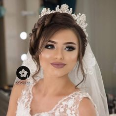 (notitle) wedding and engagement hairstyles 2019 - wedding engagement hairstyles. wedding engagement hairstyles 2019 - wedding and engagement 2019 Bridal Makeup Looks, Bride Makeup, Wedding Hair And Makeup, Hair Makeup, Quince Hairstyles, Indian Bridal Hairstyles, Bride Hairstyles, Bridal Hair Buns, Bridal Hairdo