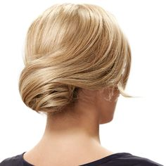 Chic and romantic updo hairstyle by invisibobble - retro roll. Step-by-step low chignon hair tutorial to do yourself with two invisibobbles and a sock bun. Chignon Updo, Updos, Ponytail, Chignon Tutorial, Romantic Updo, Braids, Long Hair Styles, Beauty, Hairstyles