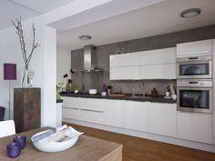 Thuis bij familie van Haeringen staat een mooie Pallas wit hoogglans. Kitchen Interior, White Kitchen, Interior, Home, Kitchen Cabinets, Kitchen Decor, New Homes, Kitchen, Kitchen Dining
