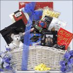 Here's a wonderful online big graduation gift basket – Gift Basket Ideas Parent Gifts, Teacher Gifts, Graduation Gifts, Graduation Ideas, Gift Baskets For Men, Cute Presents, Diy For Men, Christmas Gift Tags, Gifts For Boys