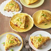 Overnight Breakfast Pie  8   slicesbacon    1/2  cuppanko (Japanese-style bread crumbs)    5   eggs    2 1/2  cupsfrozen shredded hash brown potatoes    1   cupshredded Swiss cheese (4 ounces)    1/2  cupcottage cheese    1/3  cupmilk    1/4  cupchopped green onions (2)    1/2  teaspoonsalt    1/4  teaspoonground black pepper    4   dropsbottled hot pepper sauce      Sliced green onions (optional)