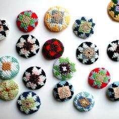 Diamond Rose, Brooch or Button – Icelandic Knitter – Hélène Magnússon Fancy Buttons, Crochet Buttons, Crochet Motif, Textiles, Last Minute Gifts, Metallic Thread, Yarn Needle, Buttonholes, Crafts To Make
