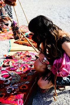 ***suiTcases & fLat indiAn silk cushion displays*** Las Dalias Hippy Market