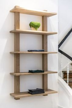 store, design, alkmaar, twentyonewood, oneseventree - Moto Tutorial and Ideas Diy Pallet Furniture, Home Decor Furniture, Furniture Projects, Furniture Decor, Diy Home Decor, Furniture Design, Woodworking Projects Diy, Diy Wood Projects, Home Projects