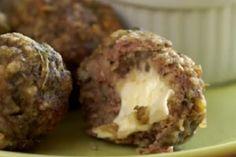 Farcie avec un peu de mozzarella, cette boulette à la mijoteuse  laissera vos invités sans mot !